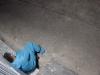 Hình ảnh người cán bộ nơi tuyến đầu chống dịch mệt mỏi, nằm vật trước cửa nhà dân bên đường khiến ai cũng xót xa