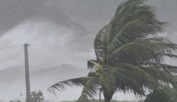 Cập nhật tin bão mới nhất: Bão số 8 giật cấp 14 lao nhanh vào đất liền miền Trung