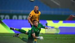Bị CĐV chỉ trích về bàn thua đầu tiên, Đặng Văn Lâm có tâm sự giữa đêm khuya
