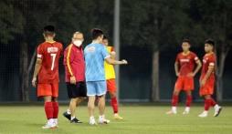 HLV Park Hang Seo thị phạm buổi tập, lên ý tưởng cho đội hình U23 Việt Nam