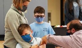 Xuất hiện tác dụng phụ hiếm gặp của vaccine Pfizer với các bé trai