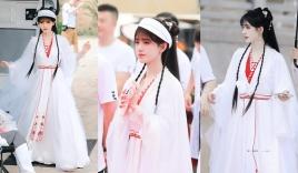Cúc Tịnh Y khoe visual khác lạ, sánh đôi với Quách Tuấn Thần ở lễ khai máy Hoa Nhung