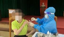 Thông tin mới vụ cô giáo tiêm 2 mũi vắc xin trong 10 phút, còn muốn tiêm 4 mũi