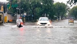 Bão số 6 suy yếu thành áp thấp nhiệt đới, đi vào đất liền miền Trung