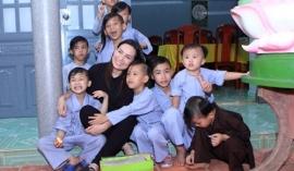 Danh tính người phụ nữ hứa lo liệu tương lai cho các con Phi Nhung
