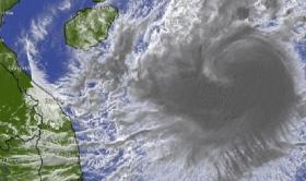 Tin bão khẩn cấp cơn bão số 8: Giật cấp 14 tiến thẳng vào miền Trung