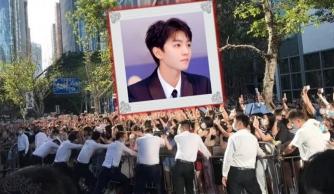 Dàn vệ sĩ khuỵu chân bảo vệ Vương Tuấn Khải trước đám đông người hâm mộ