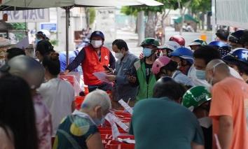 Người dân đổ xô mua bánh trung thu tại TP.HCM: Sẽ xử lý trách nhiệm cán bộ