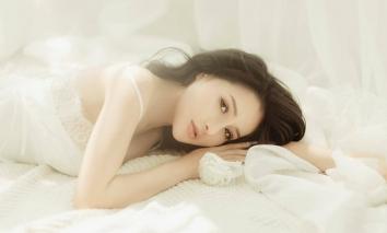 Ngân 98 hóa nàng thơ trên giường, vẻ đẹp khiến người xem thổn thức