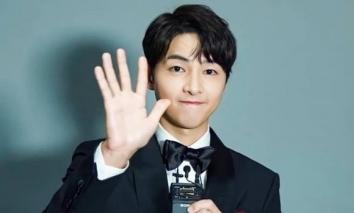 Song Joong Ki lộ diện sau bê bối đầu tiên trong sự nghiệp và bị 'vận đen' Covid-19 hỏi thăm