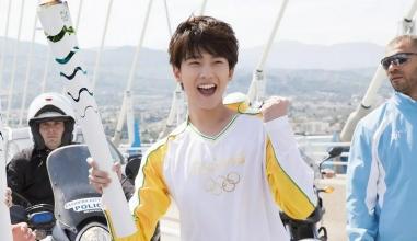 Bộ ảnh Dương Dương rước đuốc Olympic khiến CĐM 'xỉu up xỉu down' vì nụ cười thanh thuần