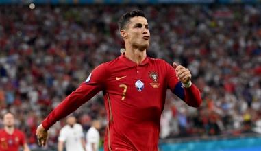 Vua phá lưới Euro 2021: Ronaldo tới tấp đăng ảnh nóng, nói lời gan ruột sau khi nhận danh hiệu
