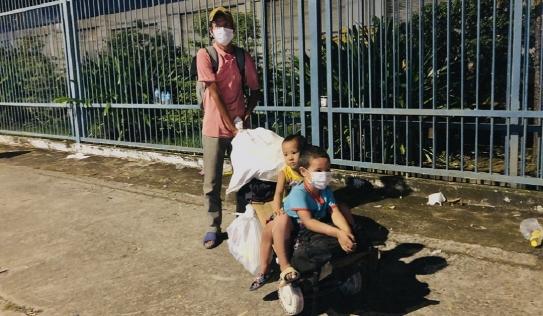 Cái kết ấm lòng đến với người cha đẩy 2 con nhỏ trên xe cút kít, đi bộ từ Đồng Nai về Cần Thơ