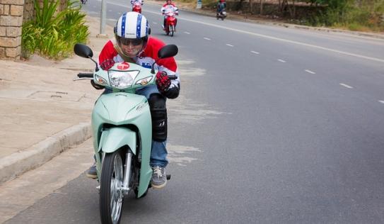 Hướng dẫn mẹo điều khiển xe máy tiết kiệm xăng nhất: 1 lít cho quãng đường 100km