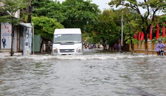 Cập nhật mới nhất về cơn bão số 6: Bão gây mưa rất to từ Quảng Trị đến Bình Định