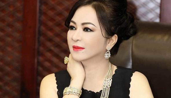 Bà Nguyễn Phương Hằng vẫn chưa nguôi ngoai câu chuyện làm từ thiện của giới nghệ sĩ, tiếp tục 'khịa gắt'
