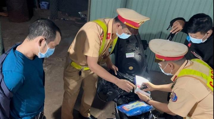 Tin tức pháp luật 24h ngày 12/7: Thanh niên Hà Nội cướp 16 triệu của cụ bà, 32 đối tượng đá gà ăn tiền 2