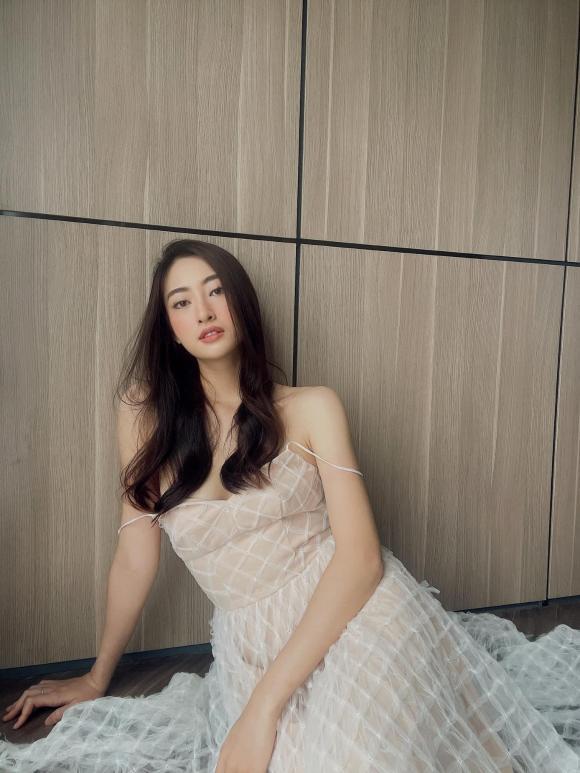 Hoa hậu Lương Thùy Linh buông lơi dây áo chỉ một sơ sẩy cũng dễ gặp sự cố 2