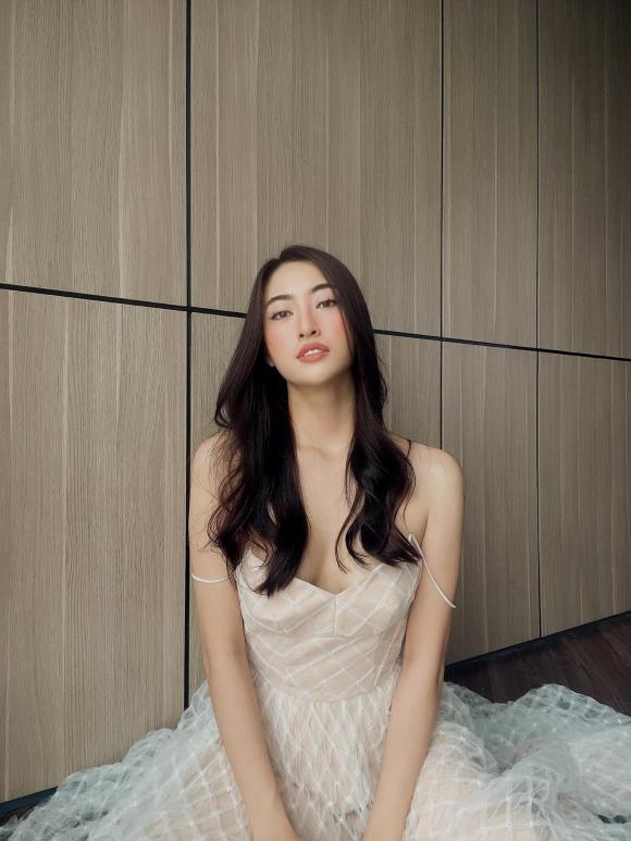 Hoa hậu Lương Thùy Linh buông lơi dây áo chỉ một sơ sẩy cũng dễ gặp sự cố 1