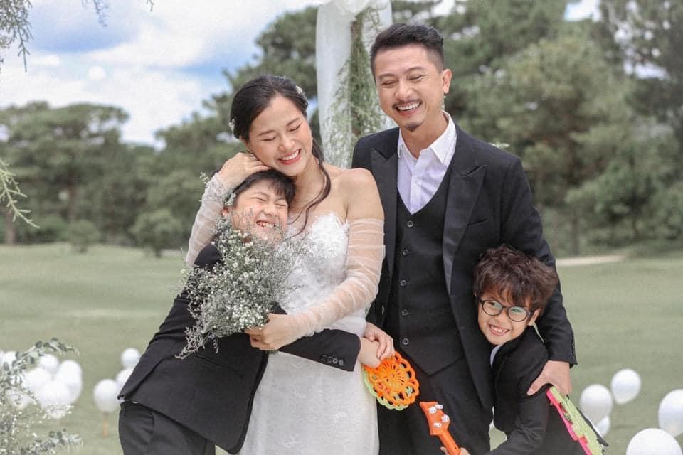 Lâm Vỹ Dạ, Hứa Minh Đạt kỷ niệm hôn nhân hơn 1 thập kỷ vào đúng dịp đặc biệt 4