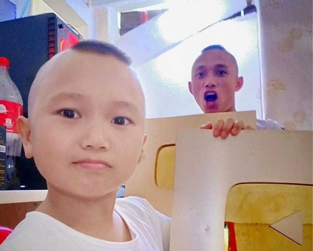 Cuộc sống của anh em Tam Mao sau khi kênh Youtube triệu view có nguy cơ bị xóa vĩnh viễn 1