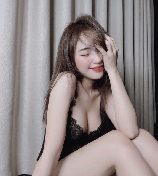 Hot girl Lê Phương Anh khoe loạt ảnh 'giường chiếu' sau ồn ào trên mạng xã hội 4