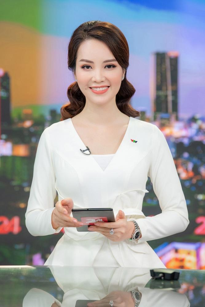 Chân ướt chân ráo vào nghề, MC Huyền My xấu hổ khi bị nữ BTV quyền lực VTV nhắc nhở 2