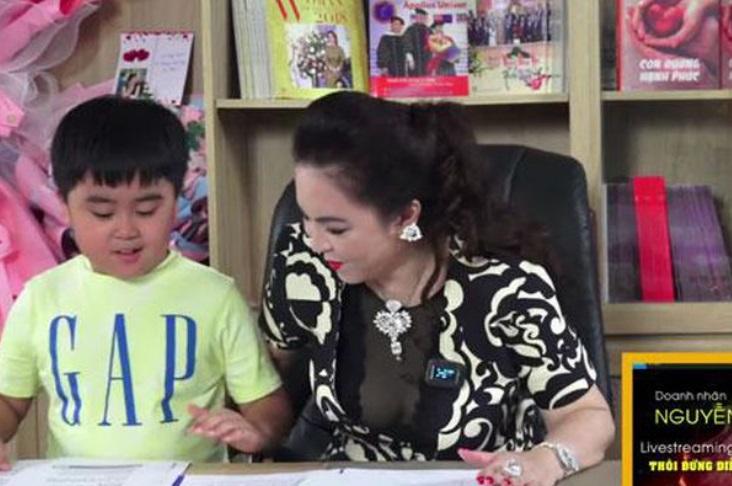 Bà Nguyễn Phương Hằng phá lệ làm điều chưa từng có cho quý tử giữa lúc gặp biến 3