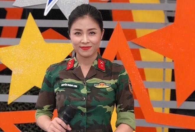 MC, BTV Hoàng Linh VTV diện vest không nội y khoe vẻ đẹp quyến rũ 4