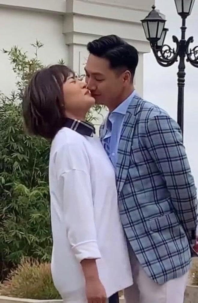 Sợ làm tổn thương vợ Mạnh Trường, Phương Oanh quyết định không tương tác với nam diễn viên 1
