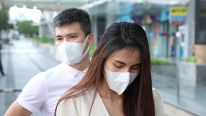 Trước giờ livestream, vợ chồng Thủy Tiên bị 'lật tẩy' từng 'diễn tập' tại ngân hàng trong đêm 2