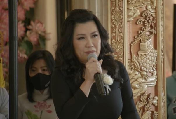 Xuất hiện người phụ nữ nhận Phi Nhung là em ruột của mình giữa đám tang 1