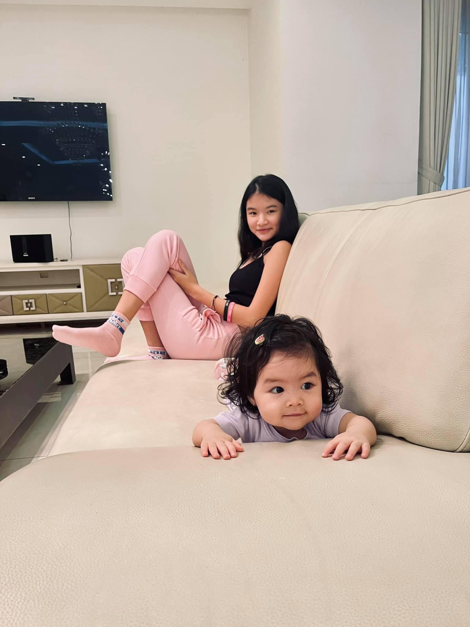 Con gái Trương Ngọc Ánh thân thiết bên em gái cùng cha khác mẹ 3