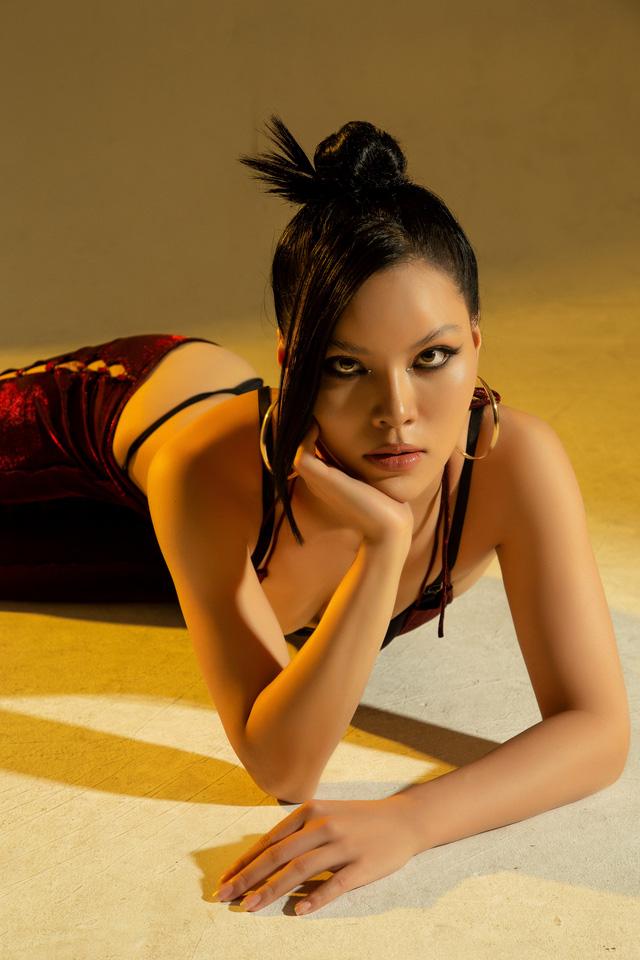 Cô gái xấu nhất trong 'Hương vị tình thân' gây toát mồ hôi với loạt ảnh nóng bỏng sau clip bị quay lén 3
