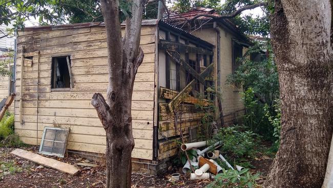 Ngôi nhà bị bỏ hoang lâu năm bất ngờ được bán hơn 50 tỷ đồng 3