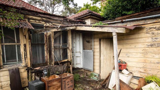 Ngôi nhà bị bỏ hoang lâu năm bất ngờ được bán hơn 50 tỷ đồng 2