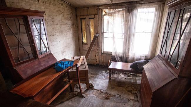 Ngôi nhà bị bỏ hoang lâu năm bất ngờ được bán hơn 50 tỷ đồng 4