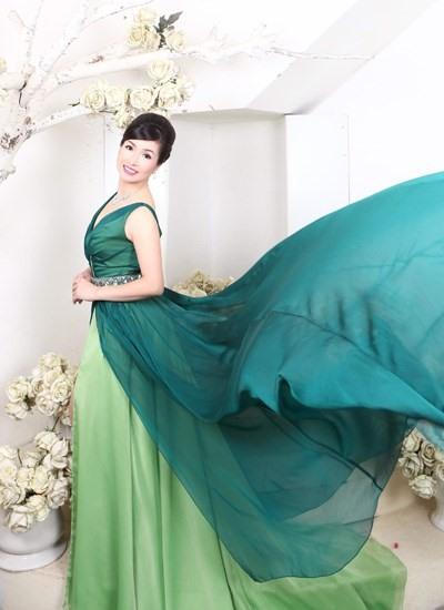 Hoa hậu Bùi Bích Phương lộ nhan sắc ở tuổi U50 sau 33 năm đăng quang 7