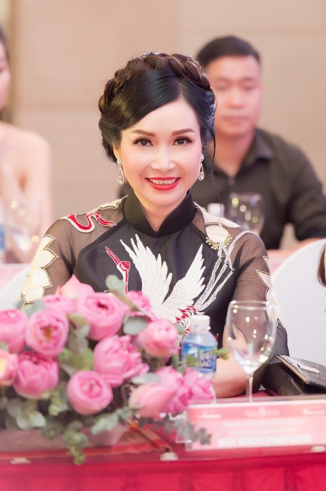 Hoa hậu Bùi Bích Phương lộ nhan sắc ở tuổi U50 sau 33 năm đăng quang 5