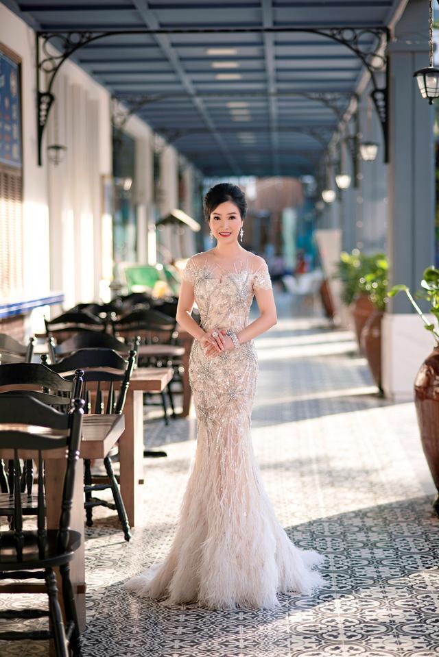 Hoa hậu Bùi Bích Phương lộ nhan sắc ở tuổi U50 sau 33 năm đăng quang 8