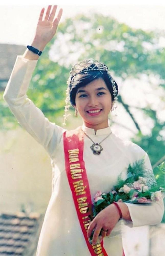 Hoa hậu Bùi Bích Phương lộ nhan sắc ở tuổi U50 sau 33 năm đăng quang 1