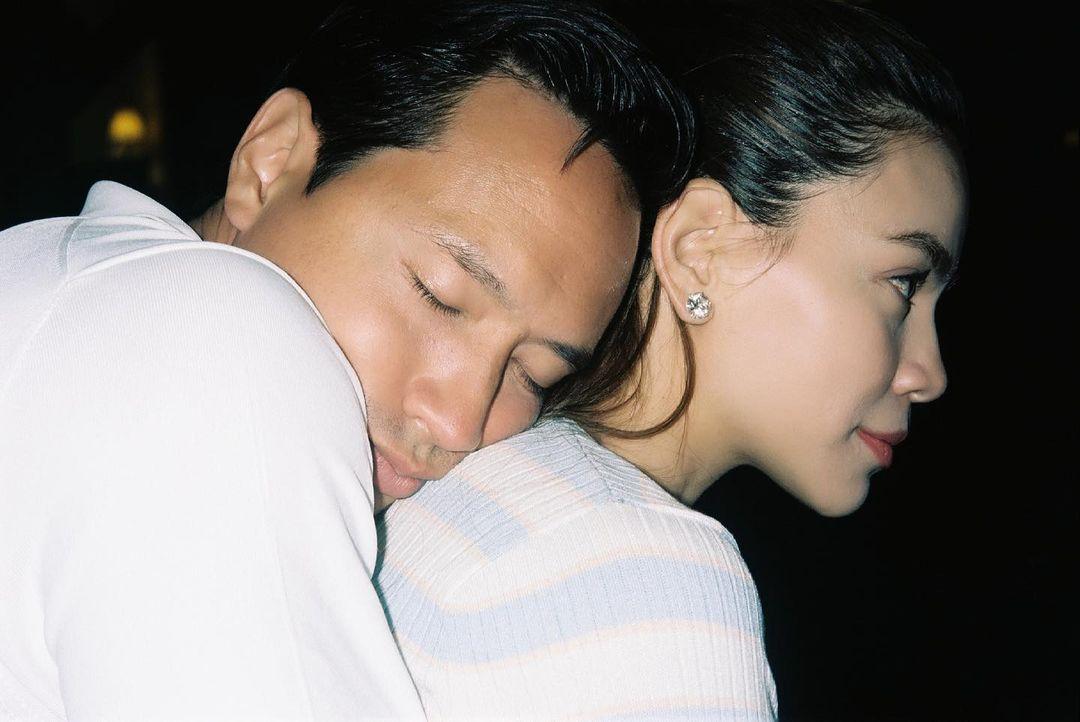 Hồ Ngọc Hà và Kim Lý khiến fan 'đỏ mặt' với cách đánh dấu chủ quyền không giống ai 11