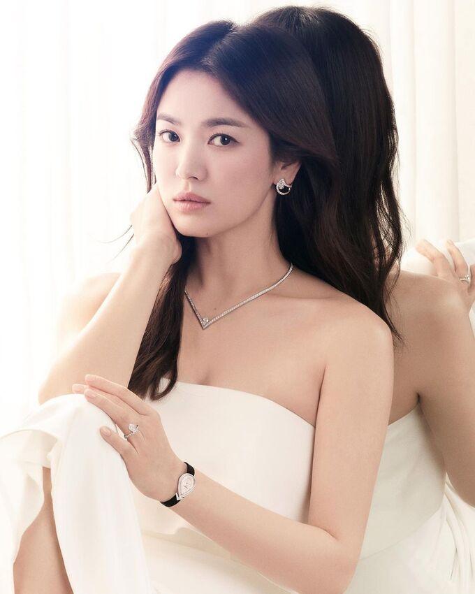 Nhan sắc 'không tuổi' nhưng Song Hye Kyo lại lộ dấu hiệu bệnh của người già 2