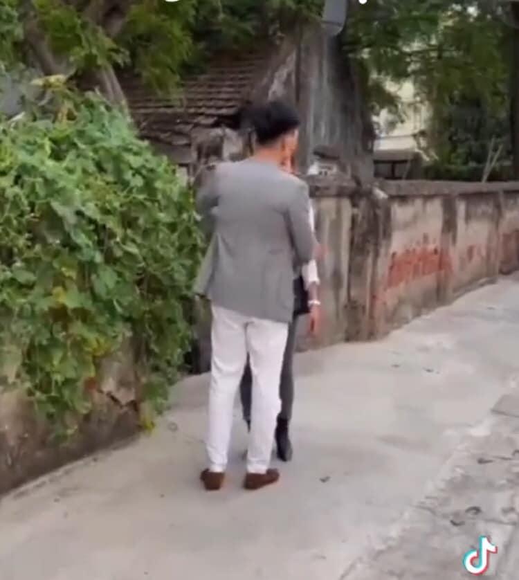 Hương vị tình thân: Lộ cảnh Nam khóc nấc khi ông Sinh bị bắt lần 2, Long tận tình an ủi người yêu? 5