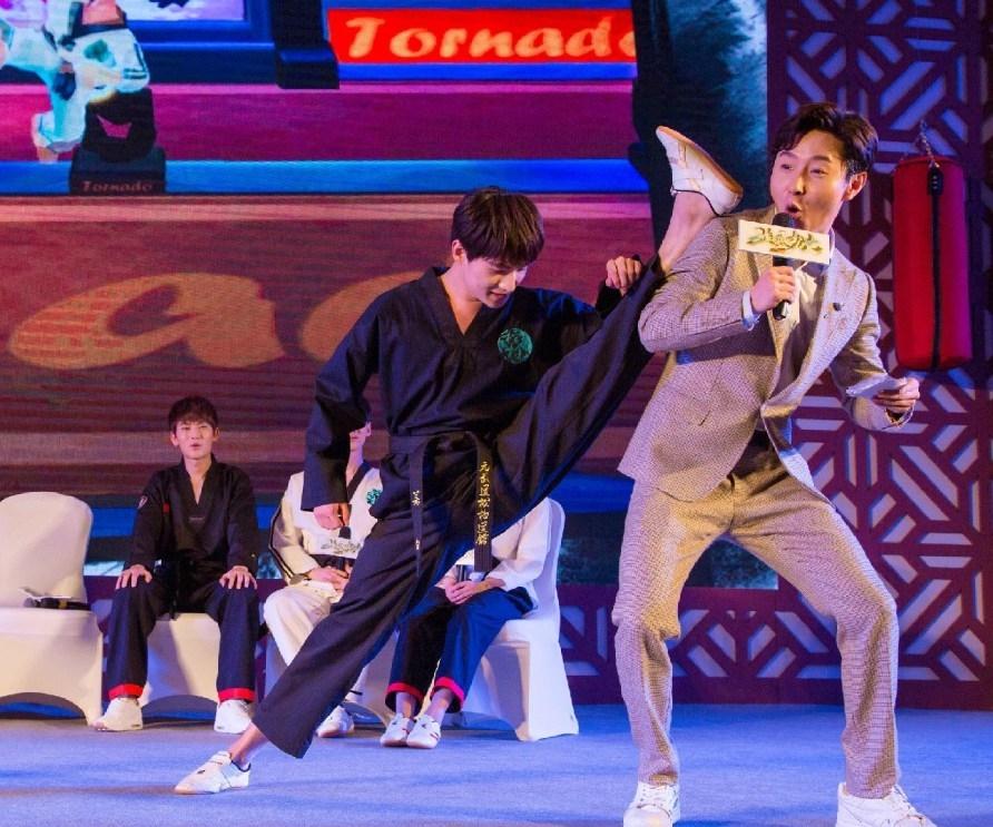 Sao nam Cbiz tốt nghiệp trường múa: Dương Dương dẻo như kẹo kéo, La Vân Hy thần sầu đến Lưu Hạo Nhiên lại 'lập dị' 3