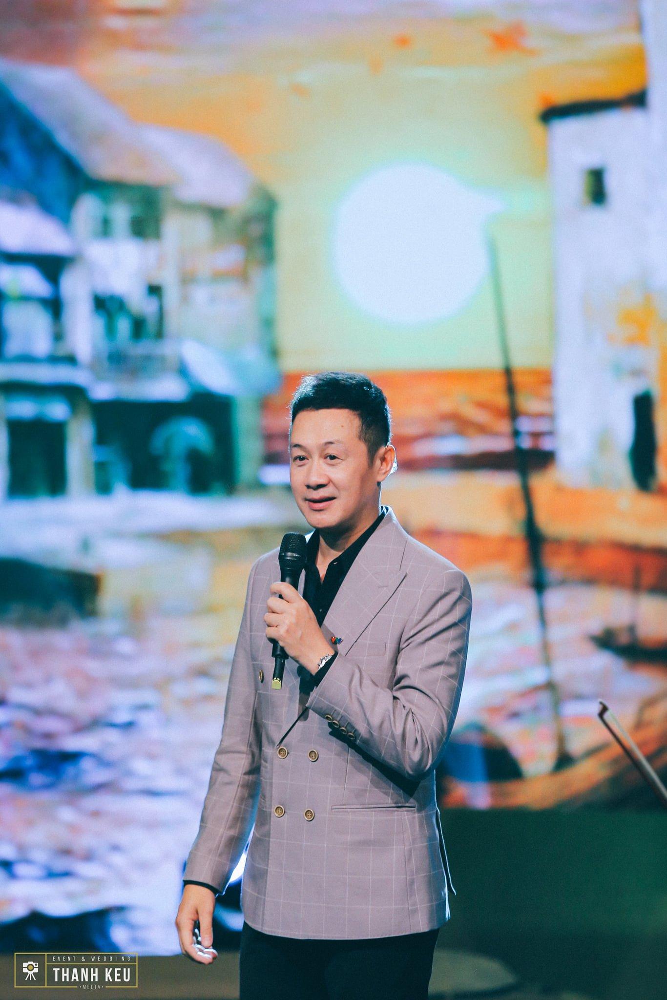 Anh Tuấn - MC ăn ý với Diễm Quỳnh ở VTV 'hack tuổi' đỉnh cao ở U50, kín tiếng trong 2 cuộc hôn nhân 3