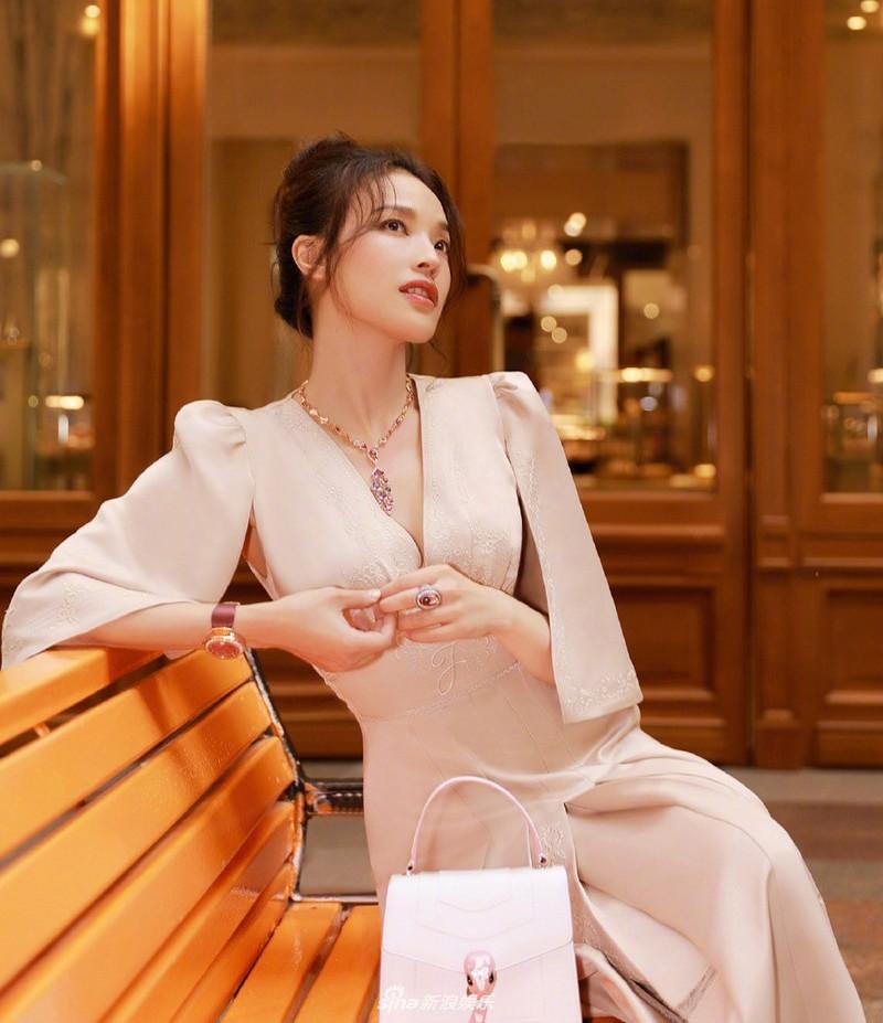 10 'nữ hoàng phòng vé' Cbiz: Dương Mịch, Lý Thấm vượt mặt Triệu Vy, Châu Tấn nhưng lại áp lực vì trùm đầu 6