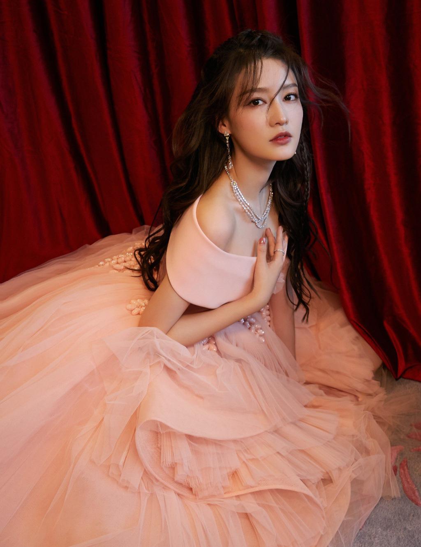 10 'nữ hoàng phòng vé' Cbiz: Dương Mịch, Lý Thấm vượt mặt Triệu Vy, Châu Tấn nhưng lại áp lực vì trùm đầu 1