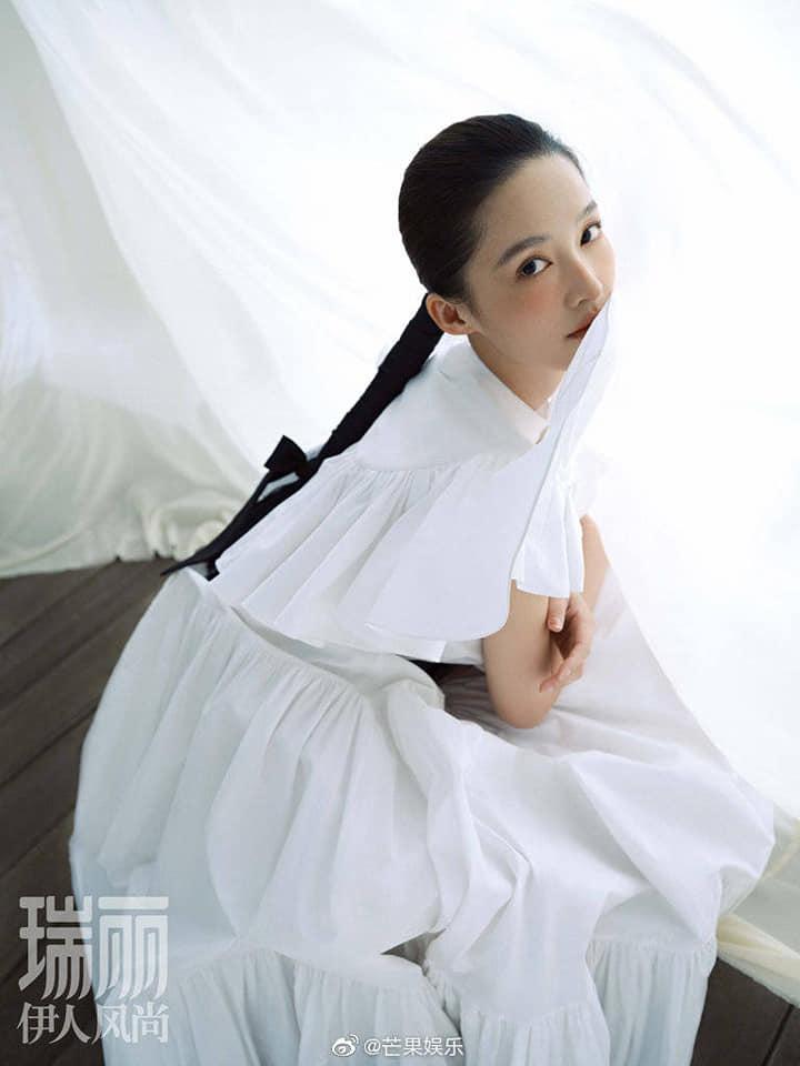 Lý Thấm hóa 'quý cô thanh lịch' trên bìa tạp chí, khí chất thanh mát tiếp bước Lưu Thi Thi 4