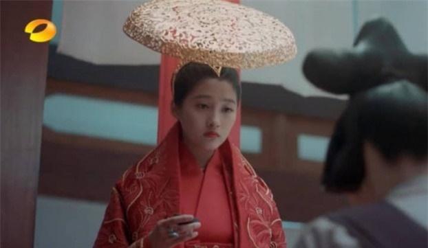 Mỹ nhân Cbiz đội chiếc mũ cổ trang: Lệ Dĩnh quý phái đến Dương Mịch bị 'dìm hàng' vẫn chưa thách thức IQ như Lưu Diệc Phi 5